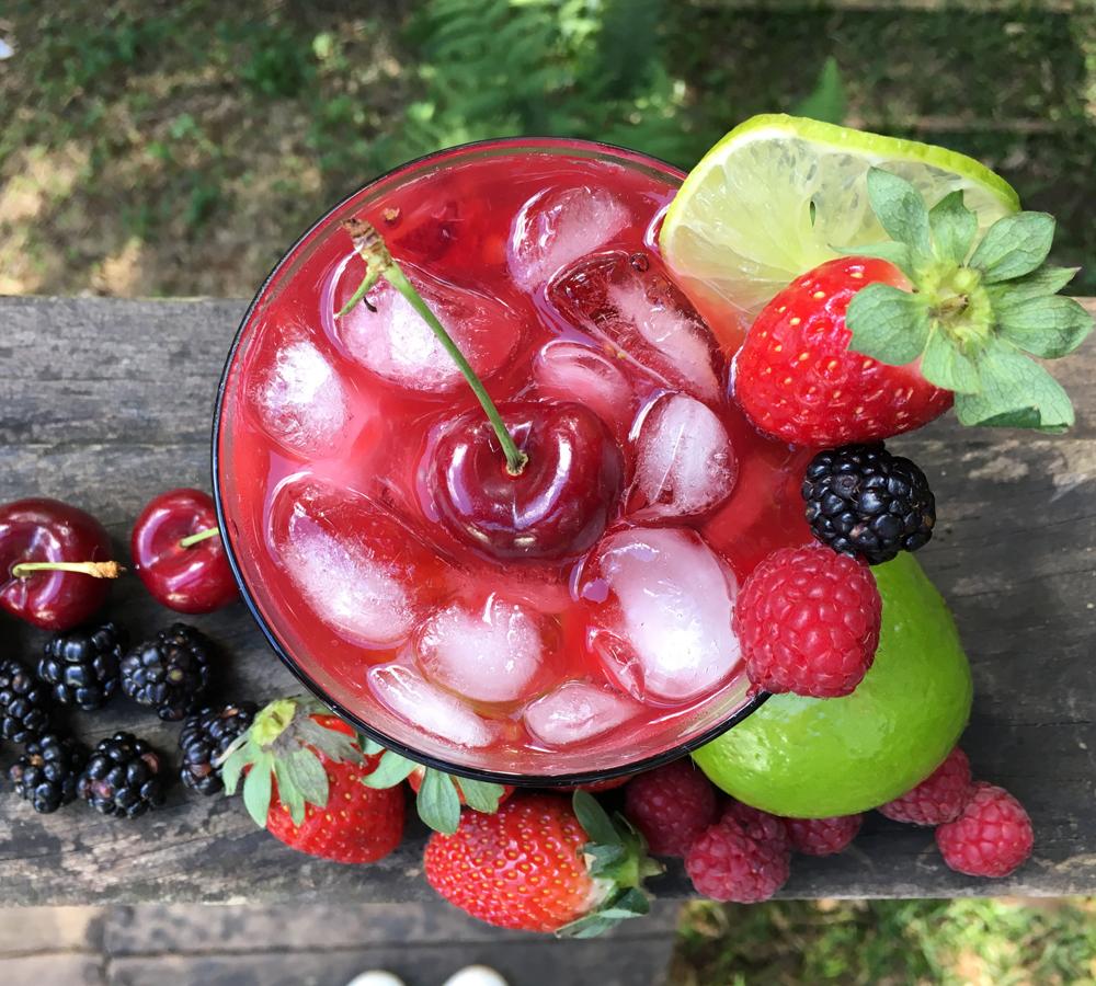 Caipirinha com Frutas Vermelhas Frescas